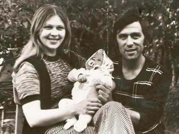 Ирен Азер С мужем Юрием Шварцем и дочерью