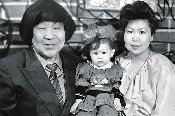 Кола Бельды с женой Ольгой и дочкой Леной