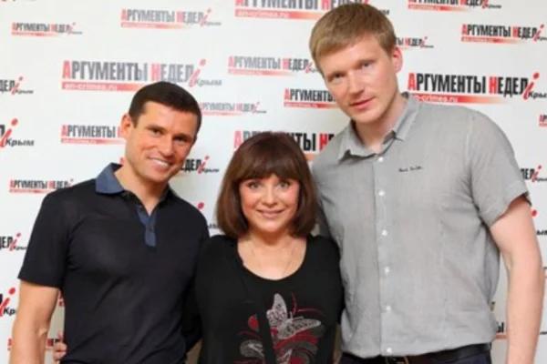 Наталья Варлей с сыновьями