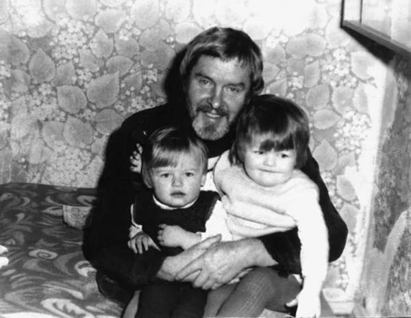 Константин Григорьев со старшими детьми