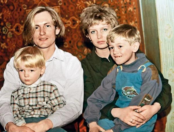 Сергей Челобанов с первой женой и сыновьями