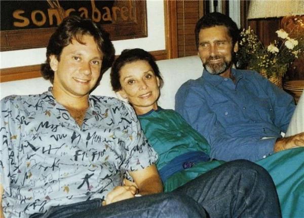 Одри Хепберн с сыном Шоном и Робертом Уолдерсом