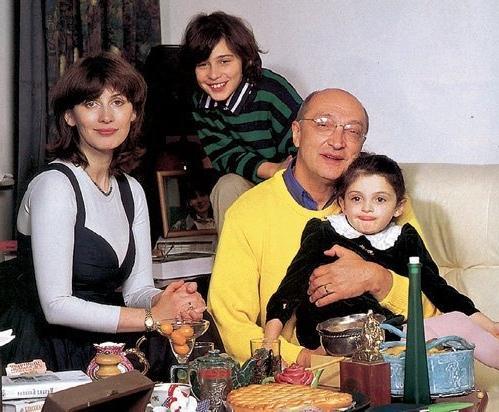 Анна Ямпольская и Михаил Козаков с детьми Мишей и Зоей