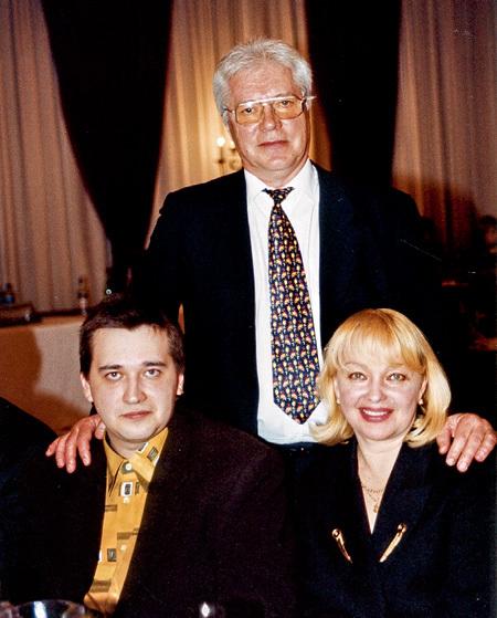 Евгений Жариков с сыном Федором и женой Натальей Гвоздиковой
