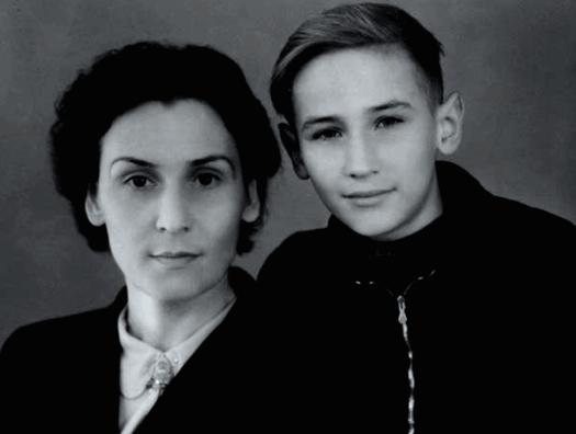 Клавдия Николаевна Филатова с сыном Леонидом