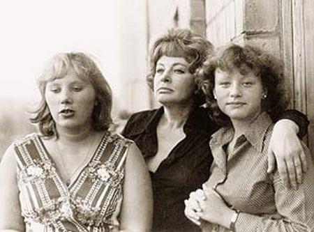 Алла Ларионова с дочерьми: Аленой и Ариной