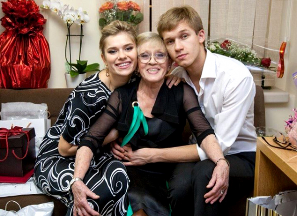 Алиса Фрейндлих с внуками Анной и Никитой
