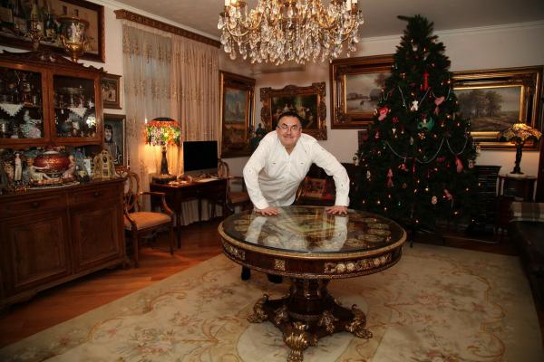 Станислав Садальский в своей квартире