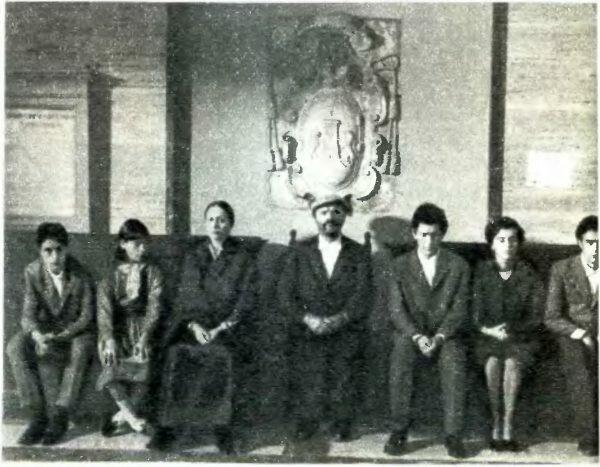 Эфизио (О. Антонутти, в центре)