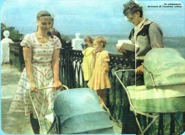 На набережной. Антонина (Е. Глушенко, слева)