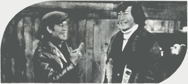 Кадр из фильма «Компания для своих». Матбасаров (Н. Ихтмибаев, слева) и Аким (С. Ашимов)
