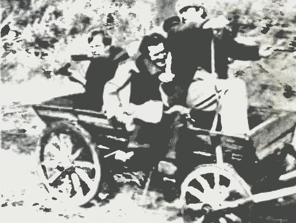 Путь к спасению. Слева направо: Рейн /Т. Карк/, Андрес /Р. Аллаберт/, Калев /Р. Гутман/