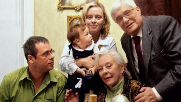 Олег Басилашвили с супругой Галиной Мшанской, дочерью Ксенией, внучкой Мариникой и зятем Михаилом