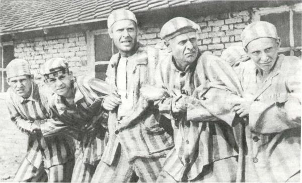 «Родины солдат». В центре Карбышев (В. Седов), Чижов (Б. Гусаков)