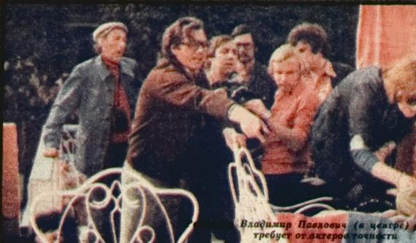 Владимир Павлович (в центре) требует от актеров точности