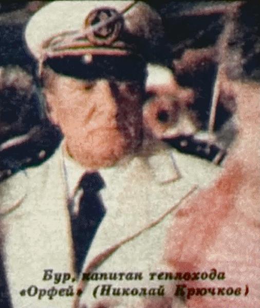 Бур, капитан теплохода «Орфей» (Николай Крючков)