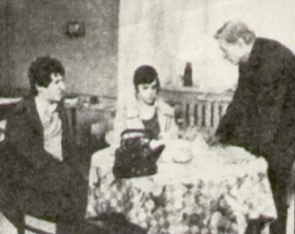 На снимке — режиссер Ю. Победоносцев (справа), К. Кровинский и Т. Догилева перед съемкой.