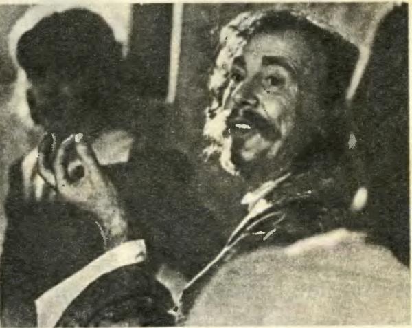Иннокентий Смоктуновский (Король) дает урок актерского мастерства юным коллегам
