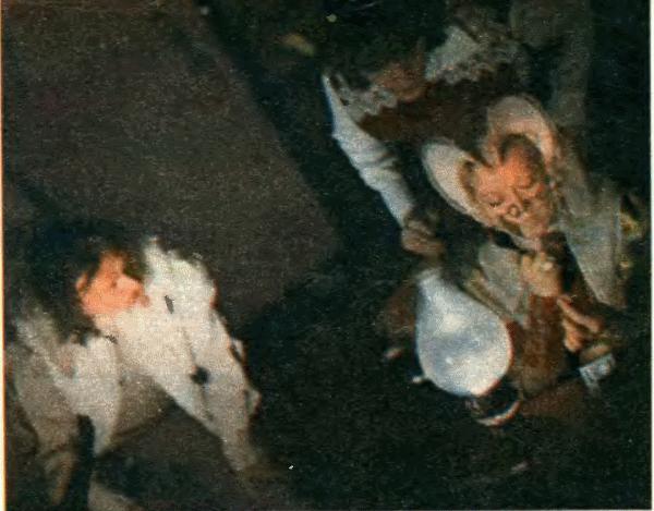 Кароль, Королева (А. Фрейндлих) и Принц (А. Подошьян) решают семейные проблемы