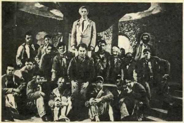 Съемочная группа фильма «Веселые ребята». В центре — режиссер Г. Александров и Л. Утесов. 1934 год