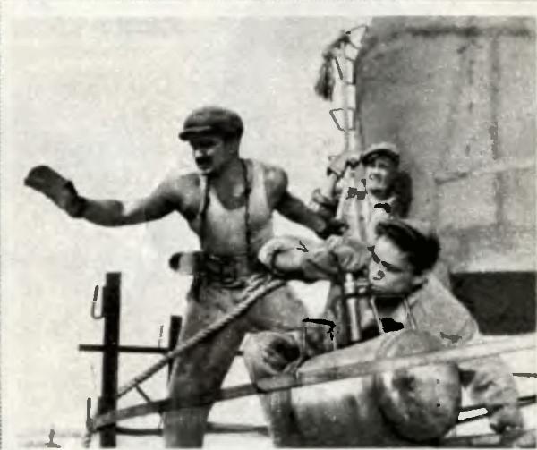 Кадр из фильма «Высота». Пасечник (Н, Рыбников, справа)