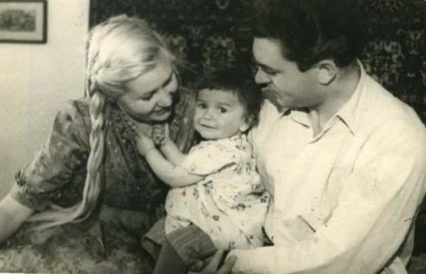 Инна Макарова и Сергей Бондарчук с дочерью Наташей