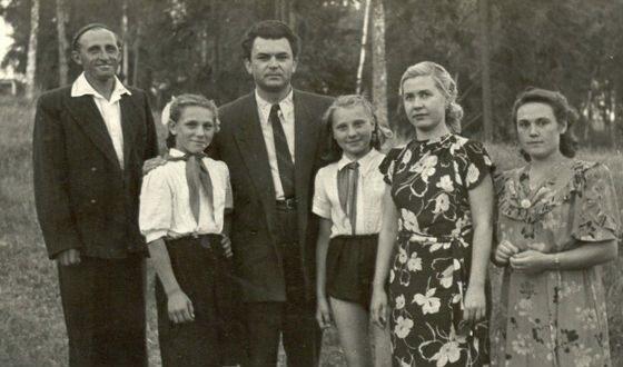 Сергей Бондарчук и Инна Макарова с поклонниками