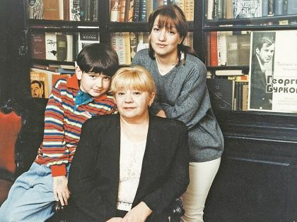 Мария Буркова с матерью Татьяной Ухаровой и сыном Жорой