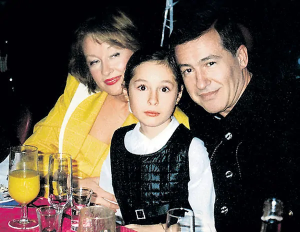 Лариса Удовиченко с дочерью и мужем