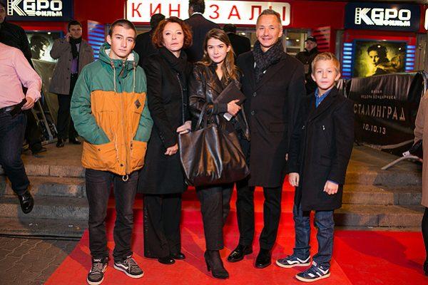 Анастасия Вертинская с сыном и внуками