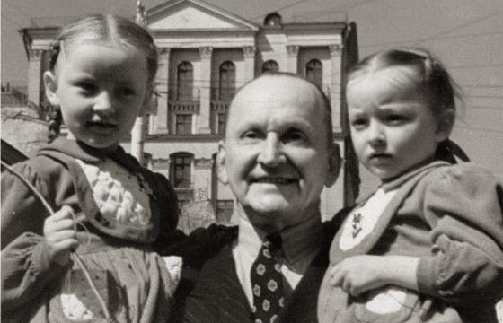 Александр Вертинский с дочерьми