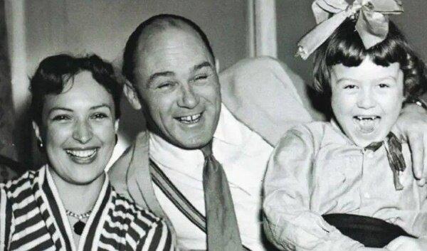 Клара Лучко и Сергей Лукьянов с дочерью Оксаной