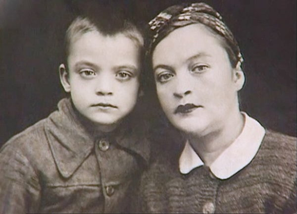 Влад Дворжецкий в детстве с мамой