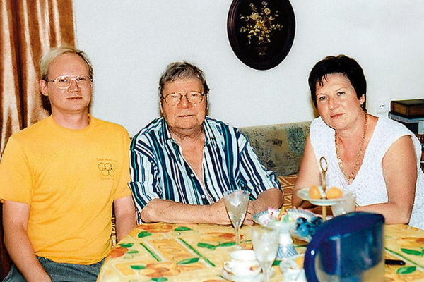 Михаил Пуговкин с дочерью Еленой и внуком Михаилом. Фото livejournal.com