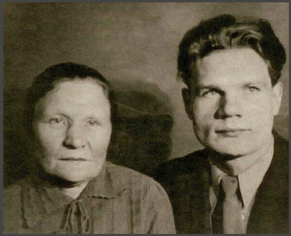 Михаил Пуговкин с матерью